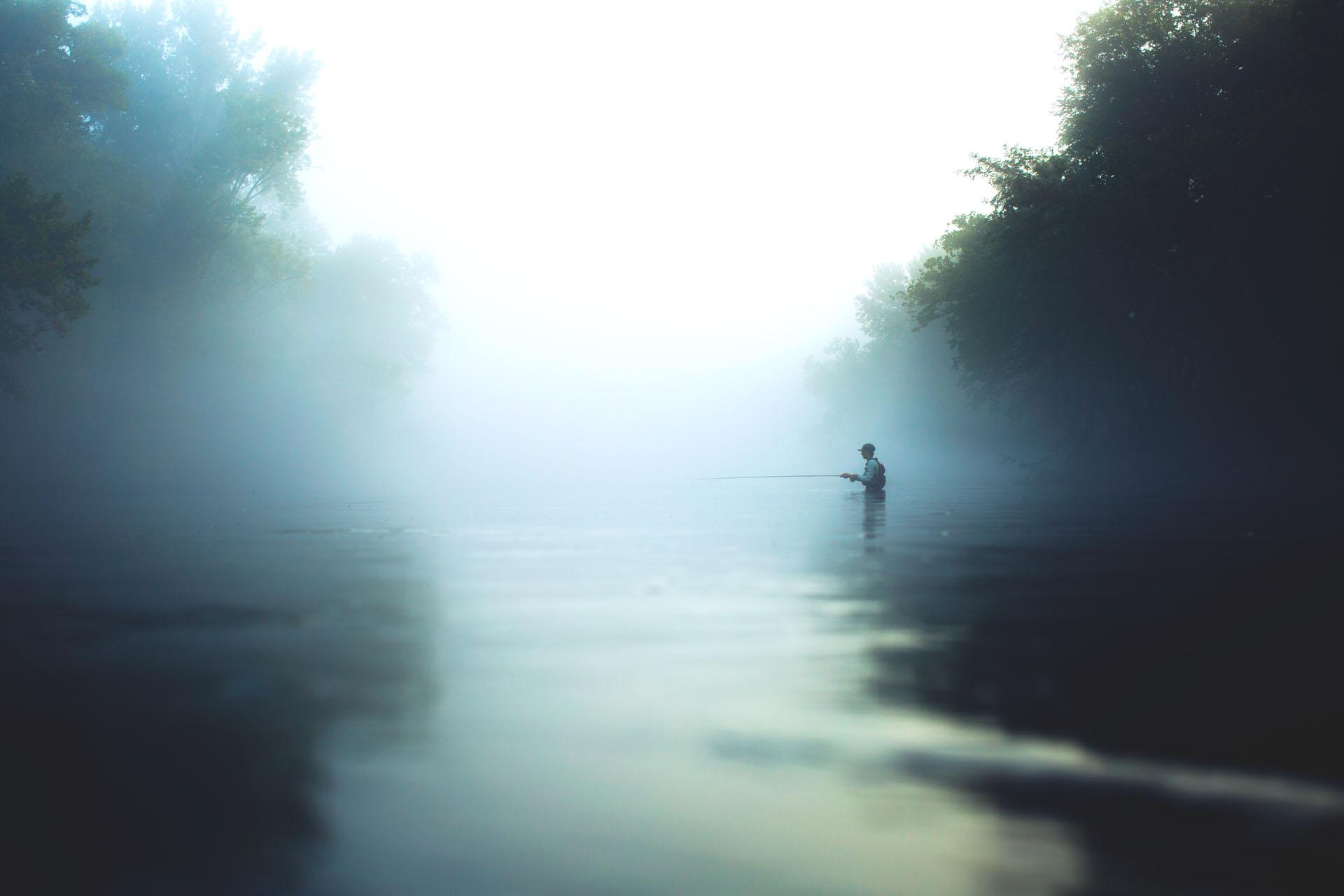 Angler im Nebel